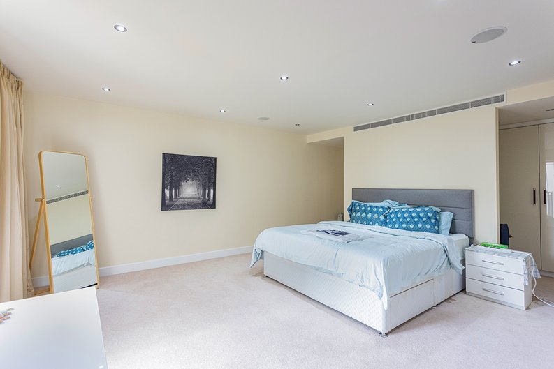 3 bedroom(s) apartment to sale in Boulevard Drive, Colindale, London-image 5