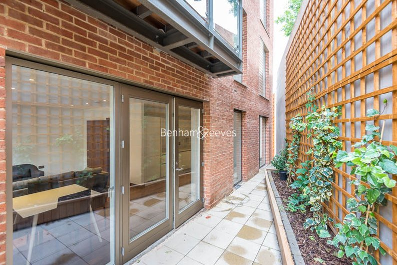 2 bedroom(s) apartment to sale in Beaufort Court, Maygrove Road, West Hampstead, London-image 10