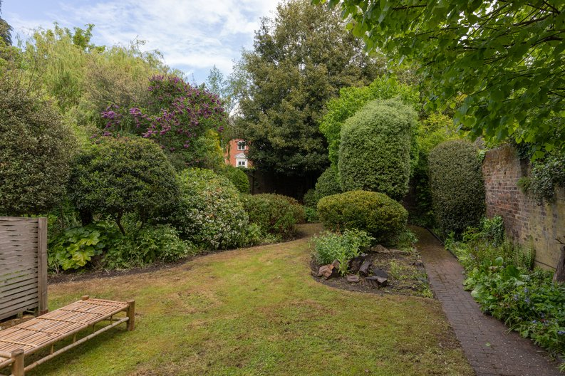 2 bedroom(s) apartment to sale in The Green, Surrey, Richmond-image 5