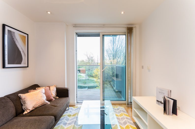 1 bedroom(s) apartment to sale in Riverside Apartments, Goodchild Road, Woodberry Down, Manor House-image 4