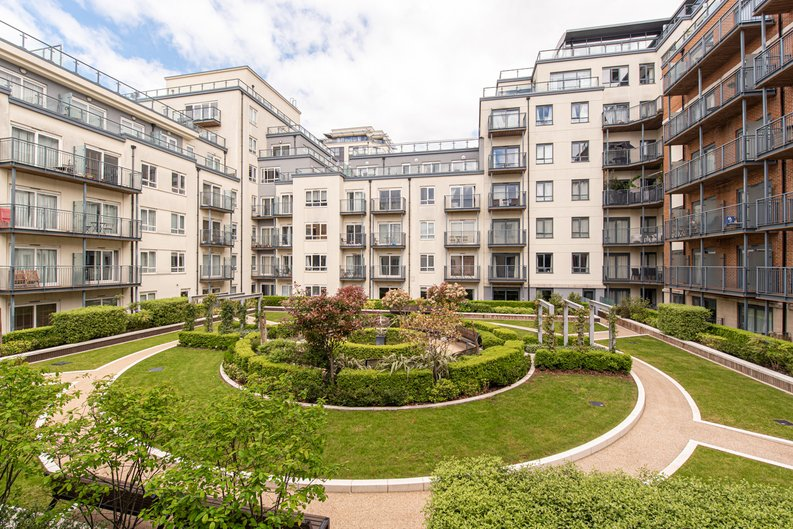 1 bedroom(s) apartment to sale in Heritage Avenue, London-image 10