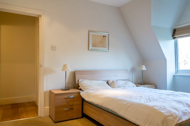 2 bedroom(s) apartment to sale in Crescent Road, Crouch End, London-image 6