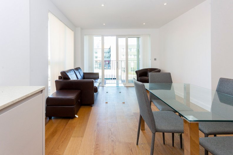 2 bedroom(s) apartment to sale in Lismore Boulevard, London-image 1
