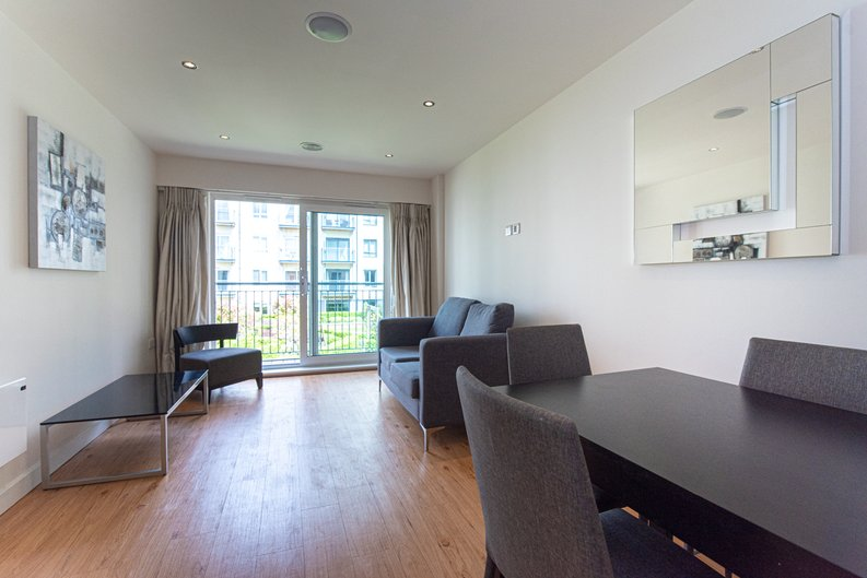 1 bedroom(s) apartment to sale in Heritage Avenue, London-image 9