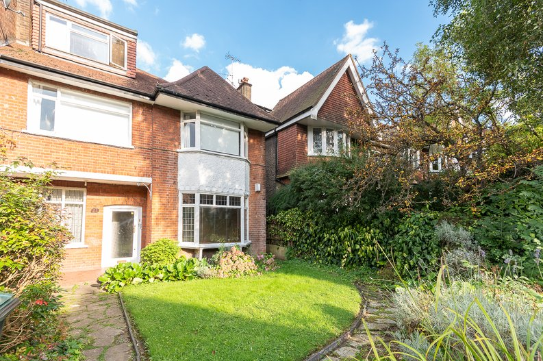 2 bedroom(s) apartment to sale in Cholmeley Park, Highgate Village, London-image 1