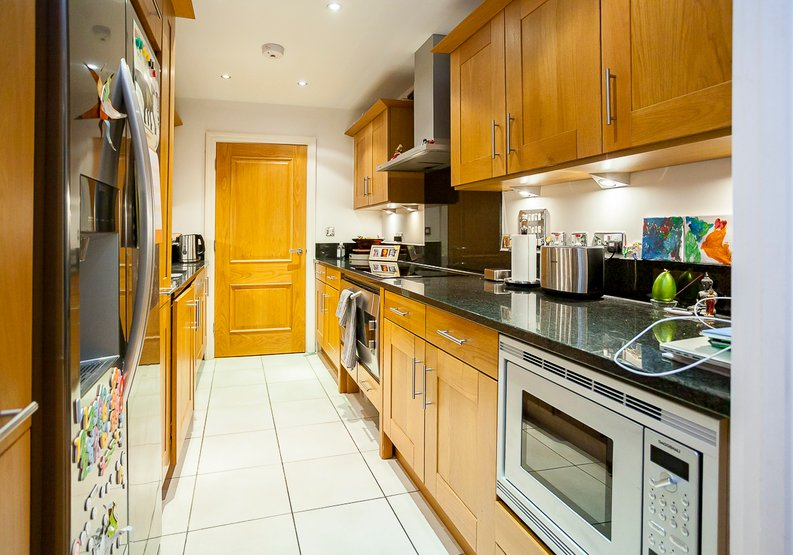 2 bedroom(s) apartment to sale in Chelsea Vista, Imperial Wharf, Fulham-image 2