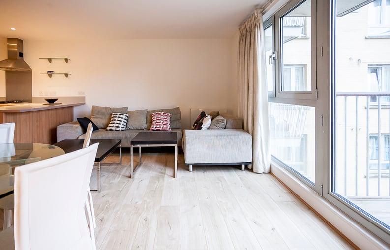2 bedroom(s) apartment to sale in Eden Grove, Islington, London-image 10