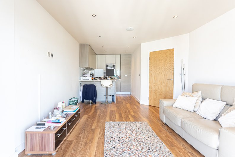 2 bedroom(s) apartment to sale in Heritage Avenue, London-image 7