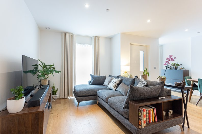 2 bedroom(s) apartment to sale in Colindale Gardens, London-image 7