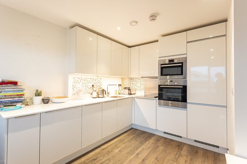 2 bedroom(s) apartment to sale in Cadmus Court, Seafarer Way, Surrey Quays, London-image 3