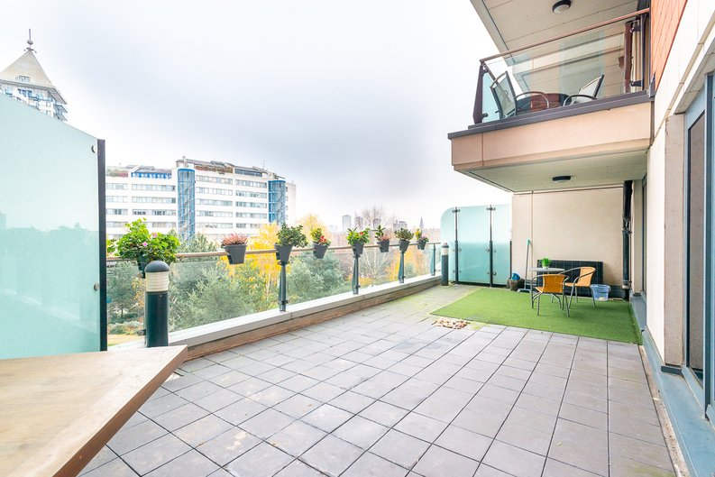 2 bedroom(s) apartment to sale in Harbour Reach, Imperial Wharf, London-image 8