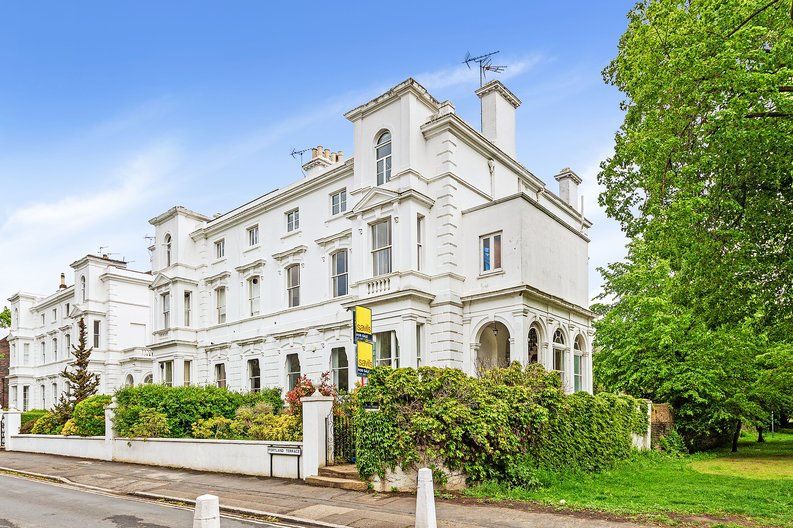 3 bedroom(s) apartment to sale in The Green, Surrey, Richmond-image 1