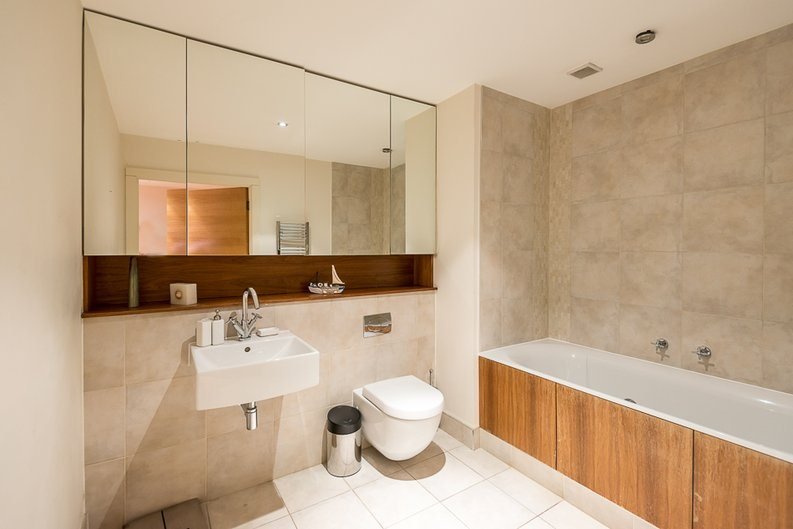 2 bedroom(s) apartment to sale in Fountain House, The Boulevard, Imperial Wharf, Fulham-image 4