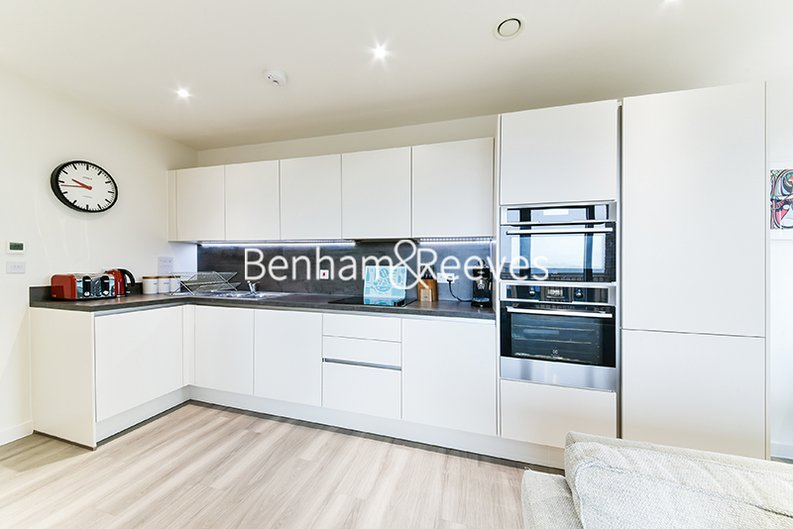 2 bedroom(s) apartment to sale in Moorhen Drive, Hendon, London-image 2