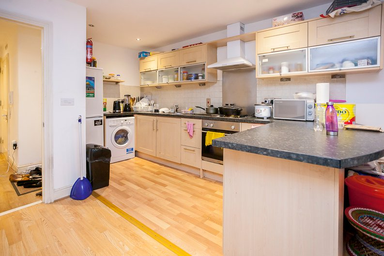 2 bedroom(s) apartment to sale in Sixpenny Court, Tanner Street, Barking-image 2
