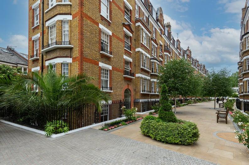 3 bedroom(s) apartment to sale in Walton Street, Kensington/Chelsea, London-image 20