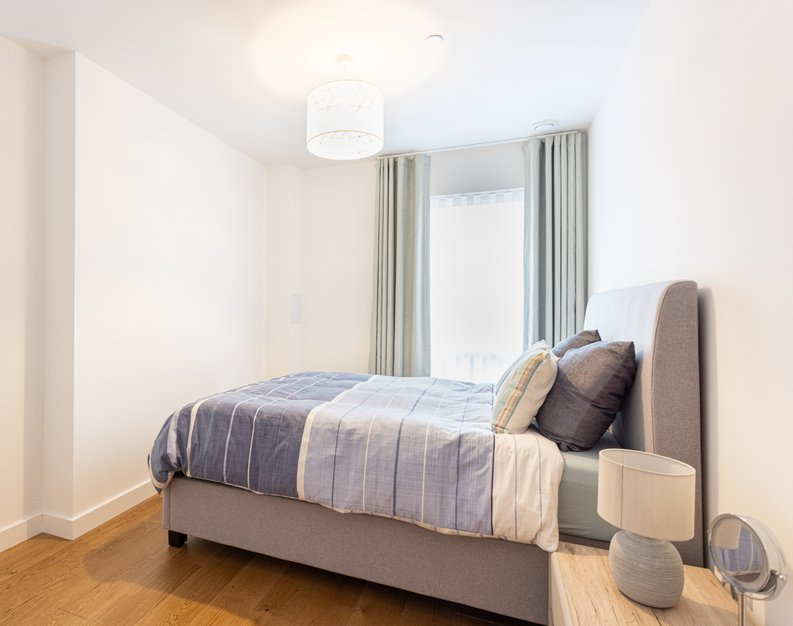 2 bedroom(s) apartment to sale in Colindale Gardens, London-image 8