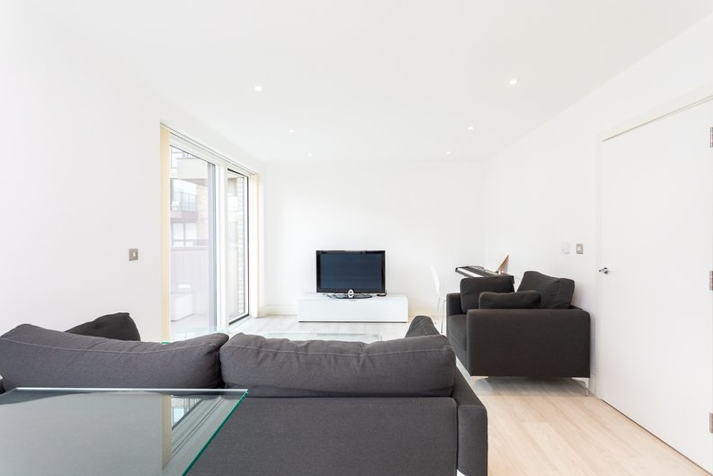 2 bedroom(s) apartment to sale in Bodiam Court, Park Royal-image 3
