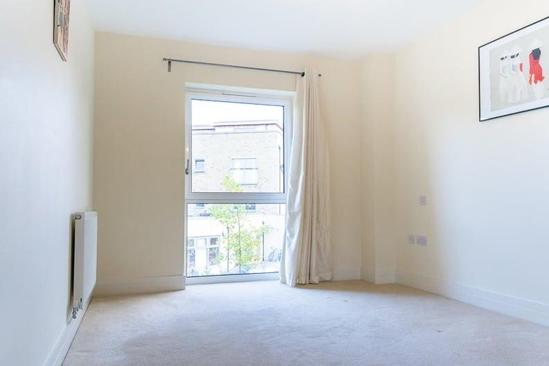 1 bedroom(s) apartment to sale in Braham Court, Blagrove Road, Teddington-image 5