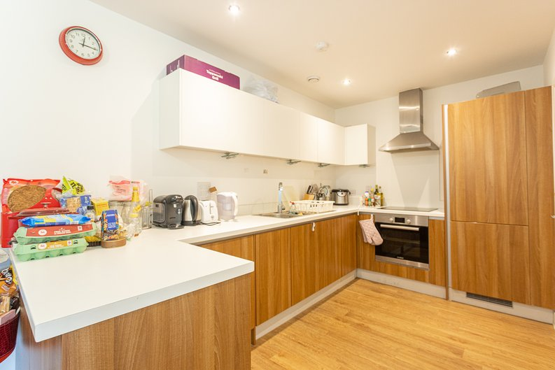 3 bedroom(s) apartment to sale in Sunflower Court, Seven Sisters Road, Finsbury Park, London-image 2