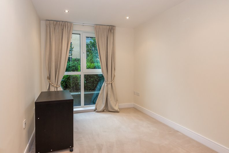 2 bedroom(s) apartment to sale in Mahogany House, Lensbury Avenue, Fulham-image 3