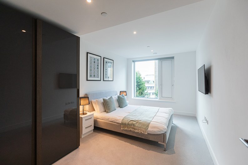 2 bedroom(s) apartment to sale in Marquis House, Sovereign Court, Hammersmith-image 3