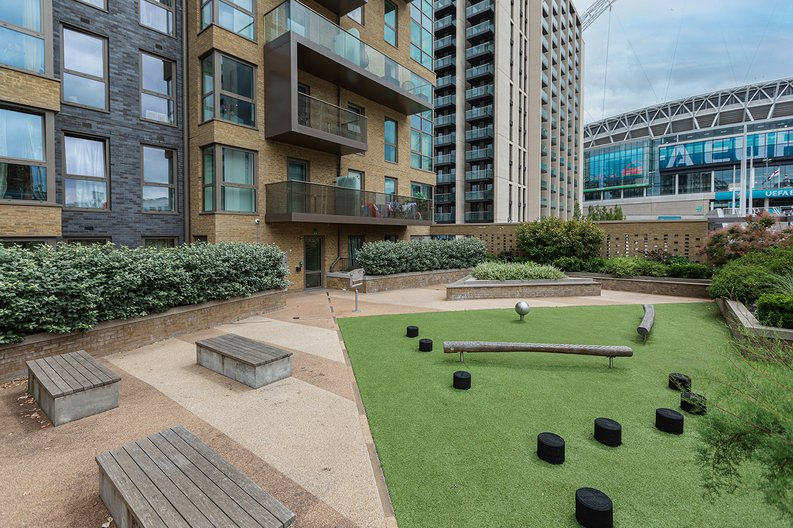 3 bedroom(s) apartment to sale in Olympic Way, Wembley, Greater London, London-image 13