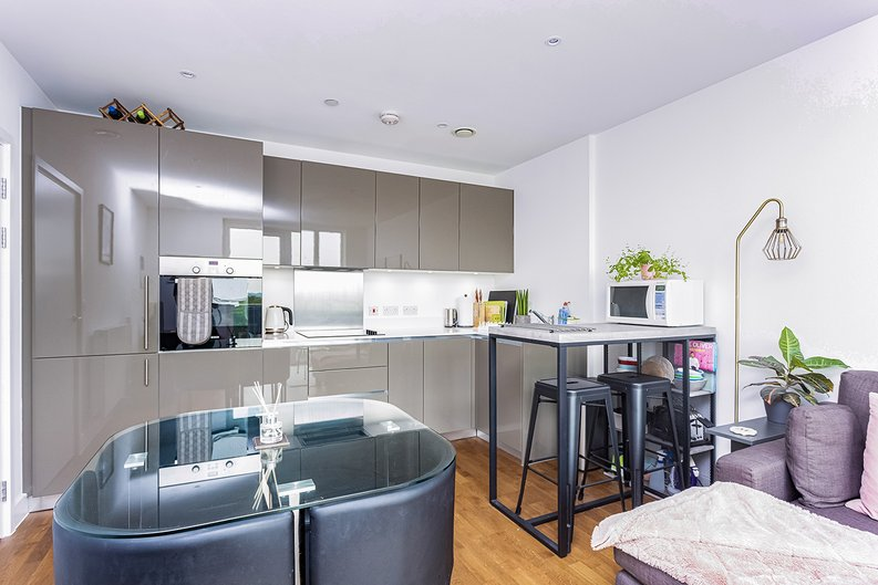 2 bedroom(s) apartment to sale in Victory Parade, Woolwich, London-image 2