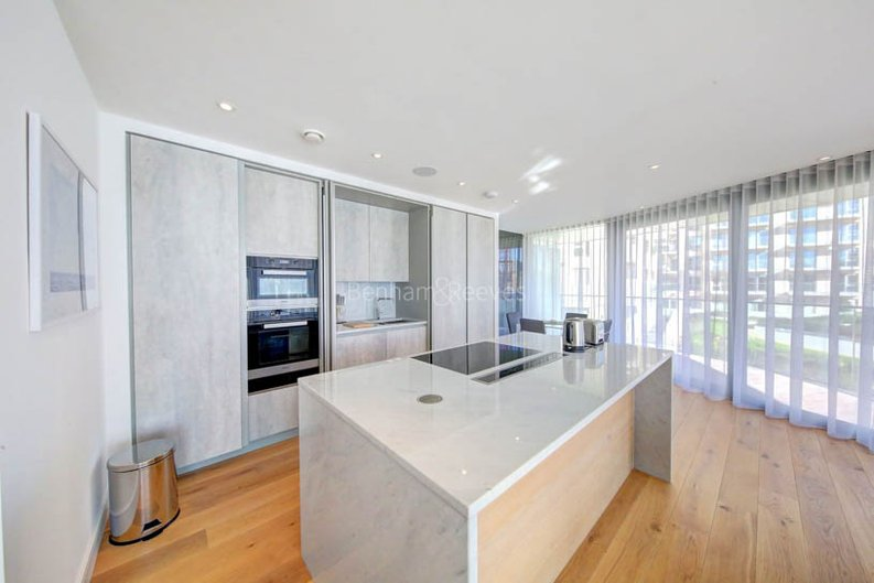 2 bedroom(s) apartment to sale in Goldhurst House, Parr's Way, Fulham-image 3