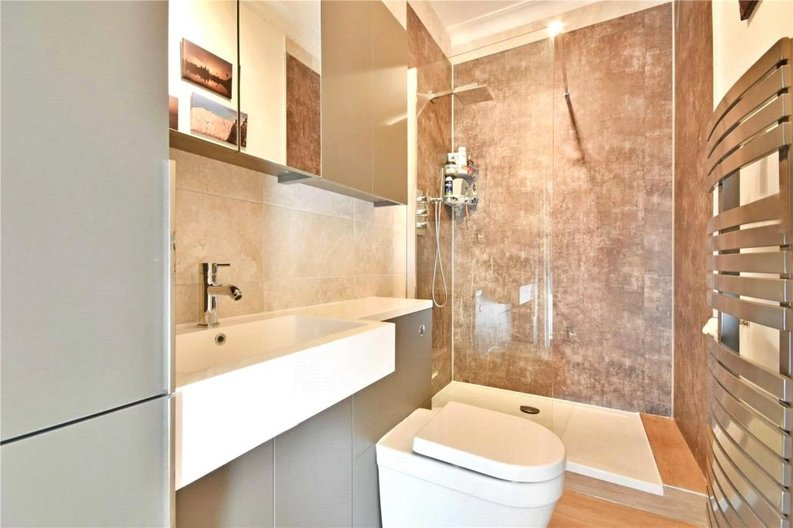 2 bedroom(s) apartment to sale in Claremont Road, Cricklewood, London-image 6