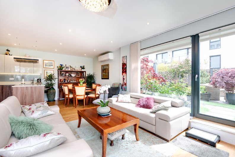 2 bedroom(s) apartment to sale in Regis Place, 10 Llanvanor Road, Childs Hill, London-image 9