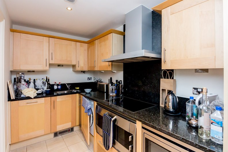 2 bedroom(s) apartment to sale in Aspect Court, Imperial Wharf, London-image 2