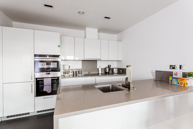 2 bedroom(s) apartment to sale in Belgravia House, Dickens Yard, Ealing-image 3