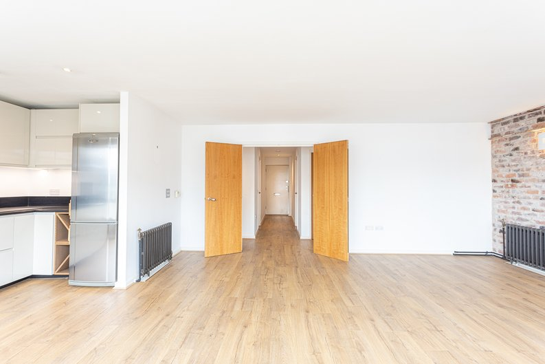 2 bedroom(s) apartment to sale in Hopton Road, Woolwich, London-image 17
