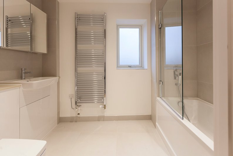 2 bedroom(s) apartment to sale in Collins Building, Wilkinson Close, Cricklewood-image 7