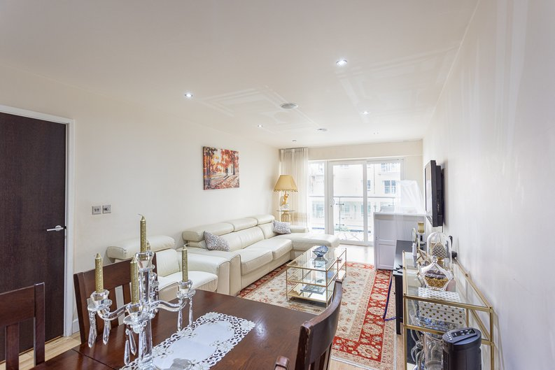 2 bedroom(s) apartment to sale in Boulevard Drive, Colindale, London-image 1