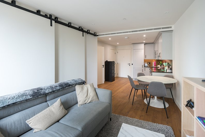 1 bedroom(s) apartment to sale in Emery Wharf, 1 Emery Way, Royal Mint, Wapping-image 2