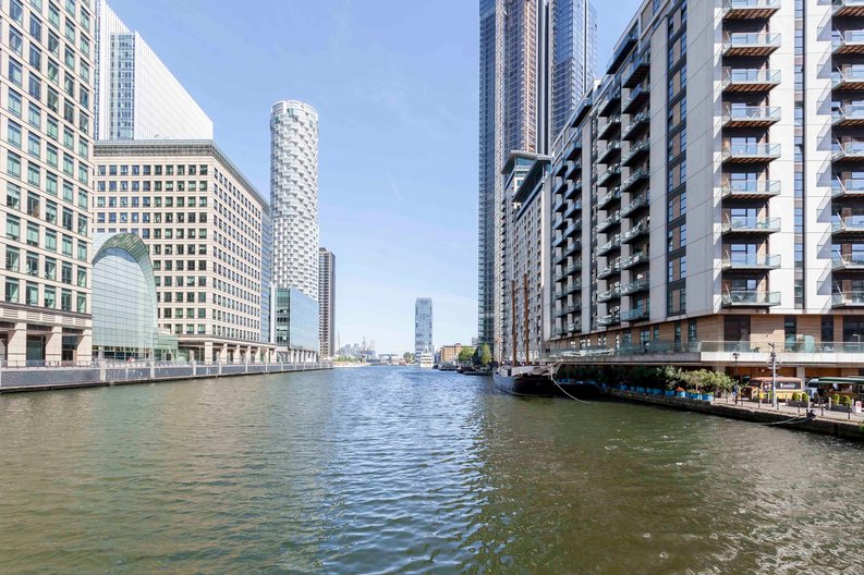 1 bedroom(s) to sale in Hampton Tower, South Quay Plaza, Marsh Wall, Canary Wharf-image 1