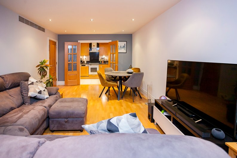 2 bedroom(s) apartment to sale in Chelsea Vista, The Boulevard, Imperial Wharf, Fulham-image 4