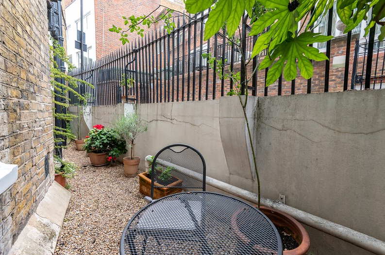 3 bedroom(s) apartment to sale in Walton Street, Kensington/Chelsea, London-image 4
