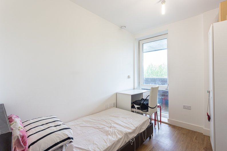 3 bedroom(s) apartment to sale in Sunflower Court, Seven Sisters Road, Finsbury Park, London-image 9