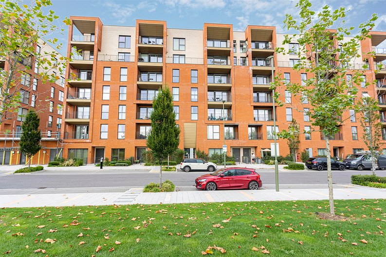 2 bedroom(s) apartment to sale in Lismore Boulevard, Colindale, Colindale Gardens, London-image 13
