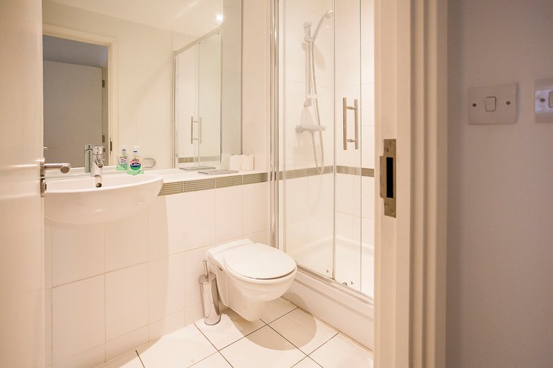 2 bedroom(s) apartment to sale in Eden Grove, Islington, London-image 8