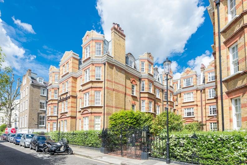 3 bedroom(s) apartment to sale in Bullingham Mansions, Pitt Street, London , Kensington-image 9
