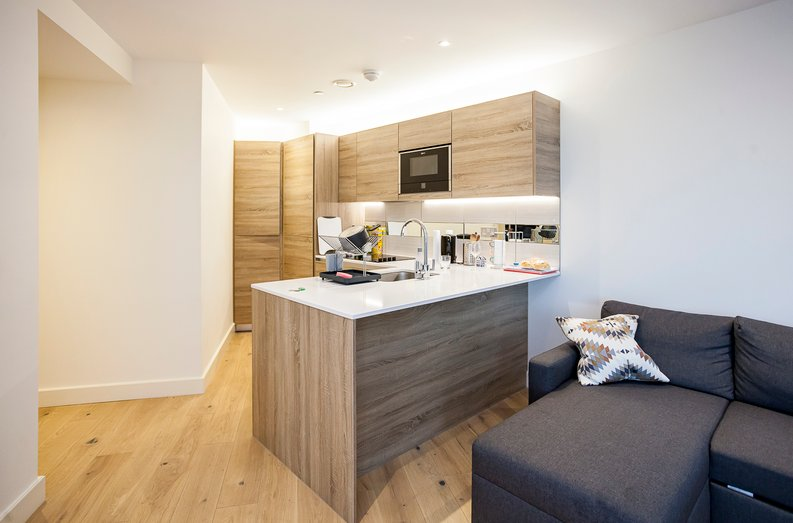 2 bedroom(s) apartment to sale in Duke of Wellington Avenue, Royal Arsenal Riverside, Woolwich, London-image 7