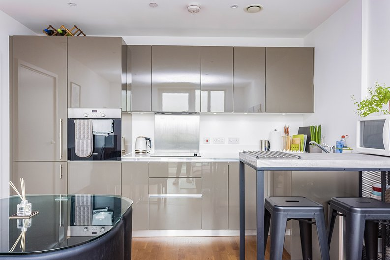2 bedroom(s) apartment to sale in Victory Parade, Woolwich, London-image 3