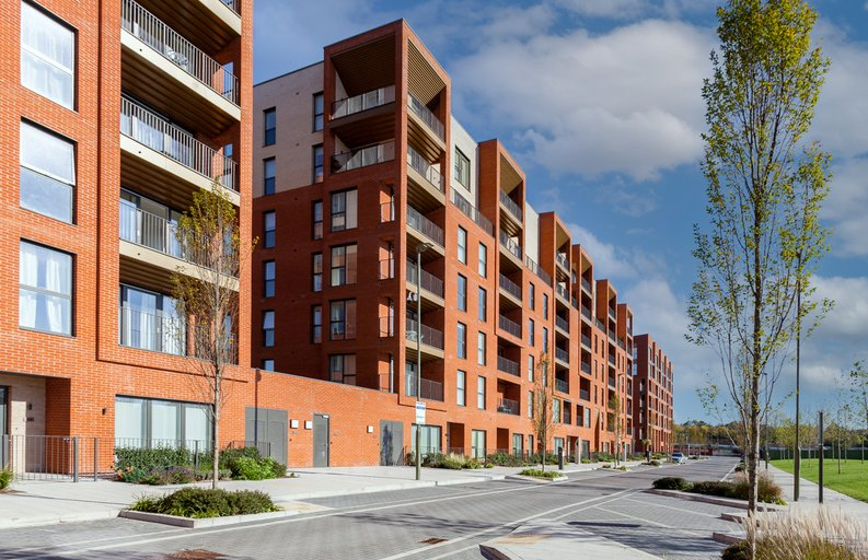 2 bedroom(s) apartment to sale in Lismore Boulevard, London-image 9