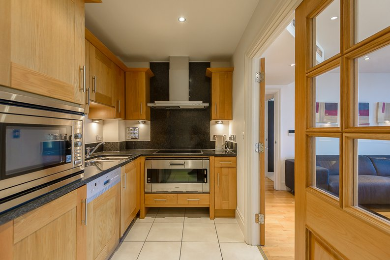 2 bedroom(s) apartment to sale in The Boulevard, Fulham, London-image 3