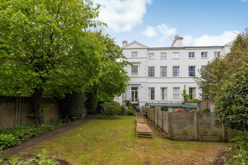 2 bedroom(s) apartment to sale in The Green, Surrey, Richmond-image 12