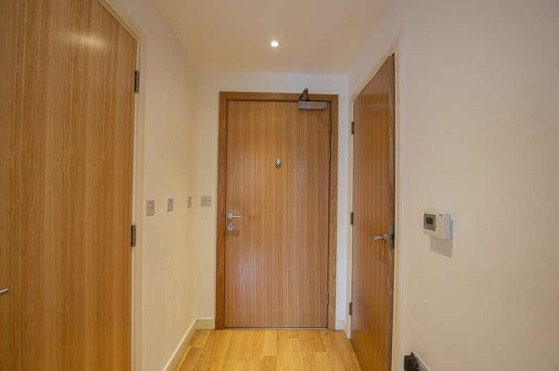 1 bedroom(s) apartment to sale in Riverside Apartments, , Goodchild Road, London-image 8